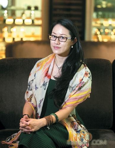 东莞美女企业家邓秀敏,现任东莞市女企业家协会常务副会长兼秘书长。