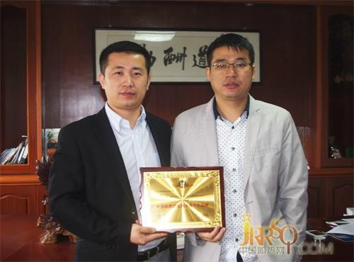 中国即热网张总(左)和美欧达汪总(右)合影
