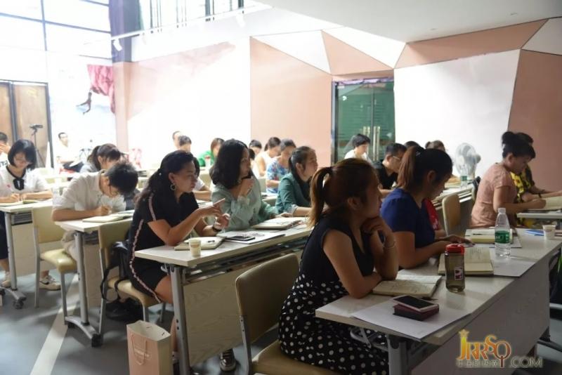 9月14日,精英培训营第二天。为了全方位地提升员工综合素质,为企业的后续发展,储备专业的人才;产品知识培训过后,进入专业水平及技能培训。