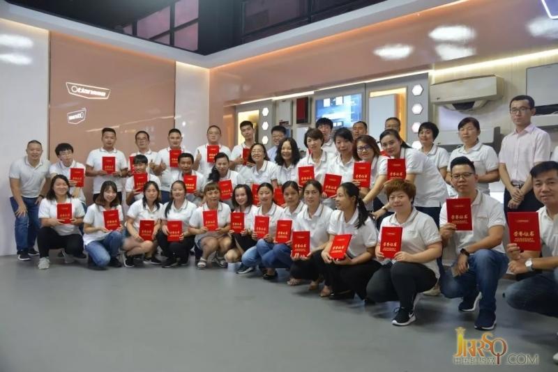 9月15日,培训进入尾声。前期培训项目已经完成,在培训讲师的带领下,学员来到奥特朗江门工厂参观。