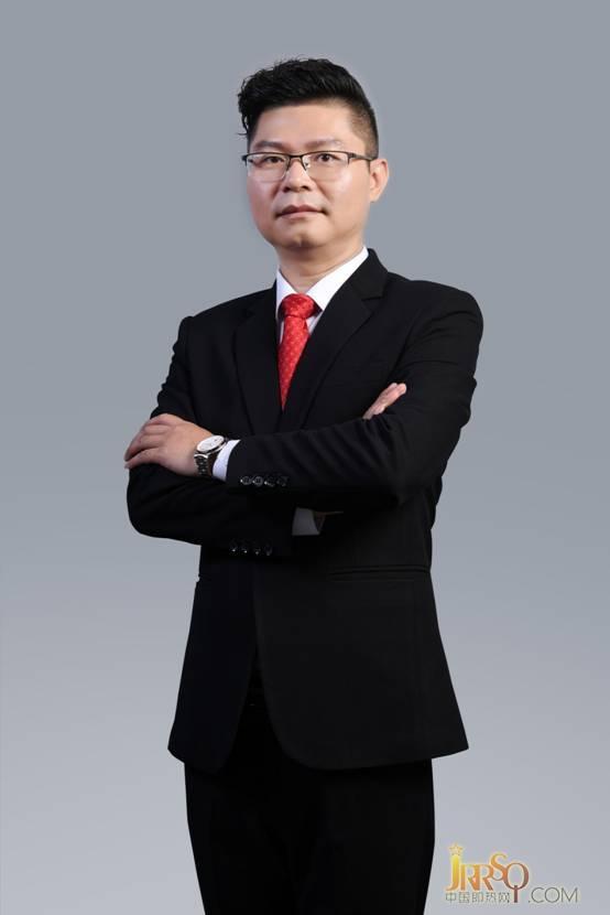 黄总个人形象照片.jpg